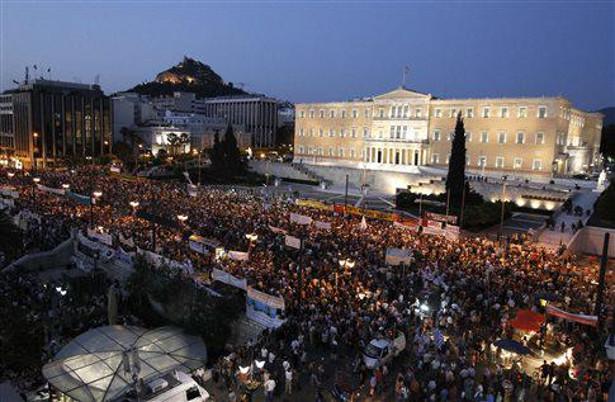 A multidão, desta vez, é em apoio ao novo governo