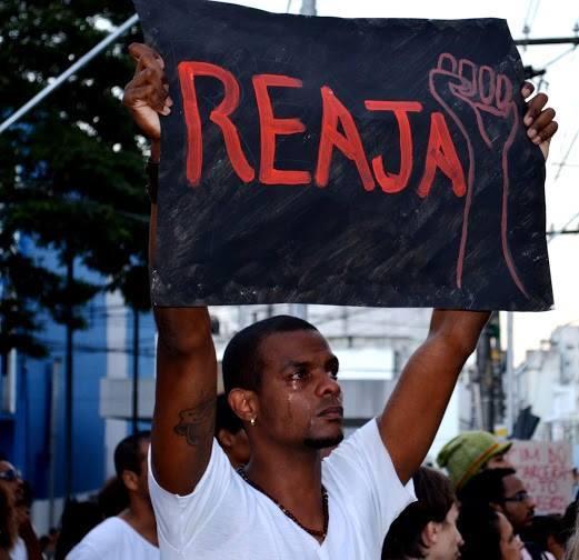 (Fotografia- Morgana Damásio. A foto foi tirada na II Marcha (Inter)Nacional Contra o Genocídio do Povo Negro, organizada pela Campanha Reaja ou será mort@ Foto