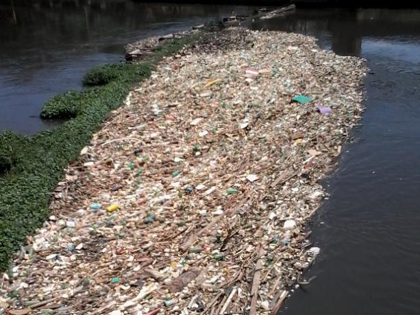 Rio Tietê poluído na região de Salto, SP (Foto- Vinícius Marques:TEM Você)