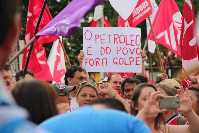 cartaz petroleo povo fora golpe