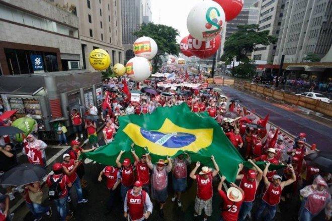 Cem mil brasileiros nas ruas de São Paulo contra o retorno da ditadura e a conspiração golpista da América do Sul
