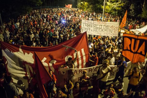 """""""É facto consumado. O racionamento – ou rodízio, como queiram – já ocorre há mais de um ano e afeta especialmente as regiões mais pobres de São Paulo"""", escreve o coordenador do MTST, Guilherme Boulos"""