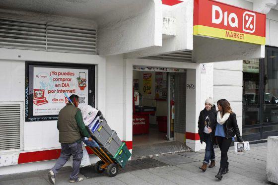 Unidade do supermercado Dia em Madri. / JUAN MEDINA (REUTER