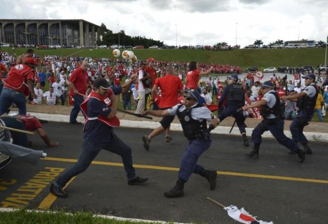 A polícia do governador de Brasília, para defender a terceirização, repetiu o prende e arrebenta da ditadura militar contra os trabalhadores