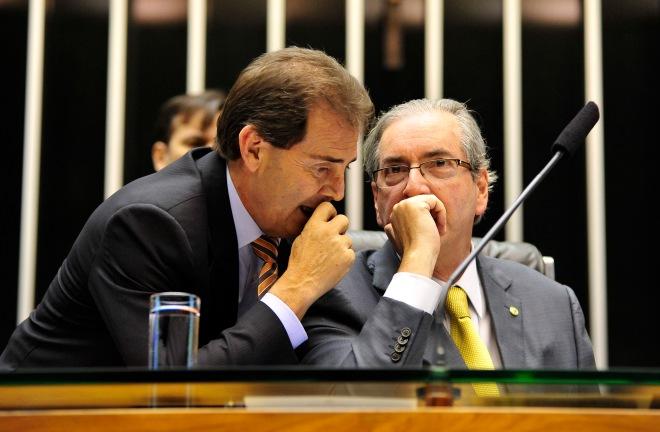 Paulo Pereira da Silva, o Paulinho do Solidariedade e da Força Sindical, e Eduardo Cunha Cunha, presidente da Câmara.aprovaram a tramitação em regime de urgência do PL 4330, da terceirização total que acabará com a CLT