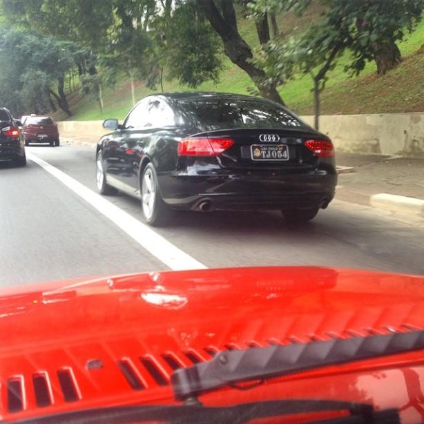 Av. 23 de Maio, 12-35, duas conclusões- 1) tá sobrando dinheiro no Judiciário paulista, um Audi desses para servidor público, seja quem for, é um escárnio