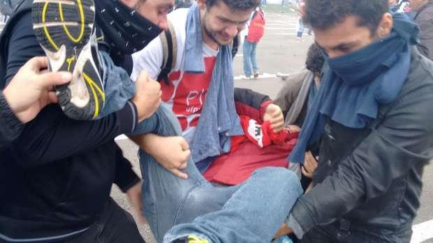 Dezenas de pessoas ficaram feridas e a prefeitura de Curitiba considerou %22abusiva%22 a ação policial