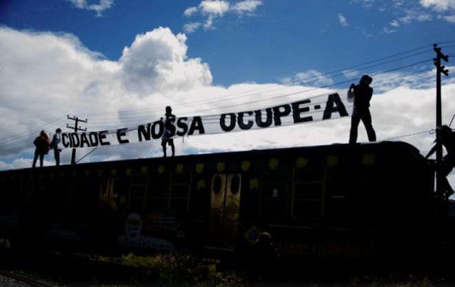 Parte dos armazéns que foram demolidos pelo consórcio em 21 de maio de 2014. Foto Chico Ludemir