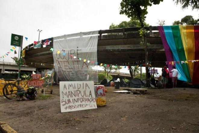 Após a reintegração de posse, os ativistas montaram um novo acampamento em frente ao terreno do Cais José Estelita, debaixo da alça de acesso ao viaduto Capitão Temudo. Foto Eric Gomes