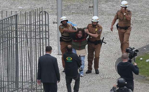 protestocuritibafotospublicas01 prisao
