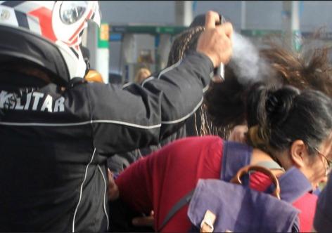 Vários manifestantes ficaram feridos, duas mulheres foram espancadas