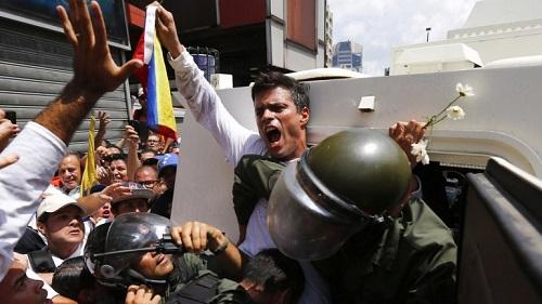 Leopoldo López no comando de uma guarimba