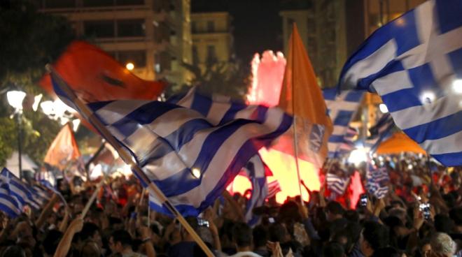 Os gregos festejam a vitória do referendo