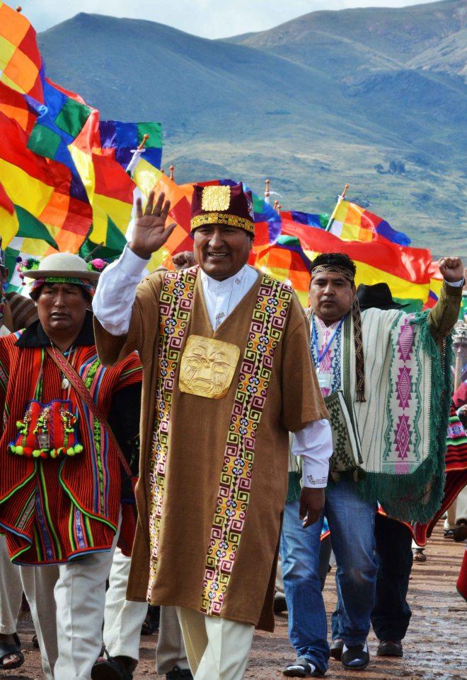 Posse de Evo, primeiro governante índio depois de 500 anos de apartheid