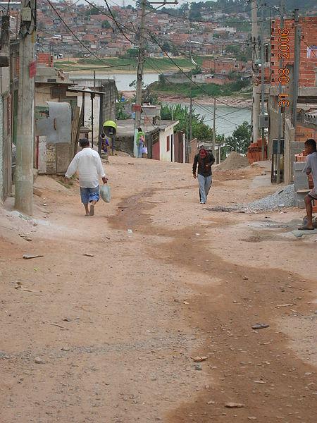 Isso é uma rua de São Capital. Favela Cantinho do Céu, localizada no Grajaú, na Zona Sul