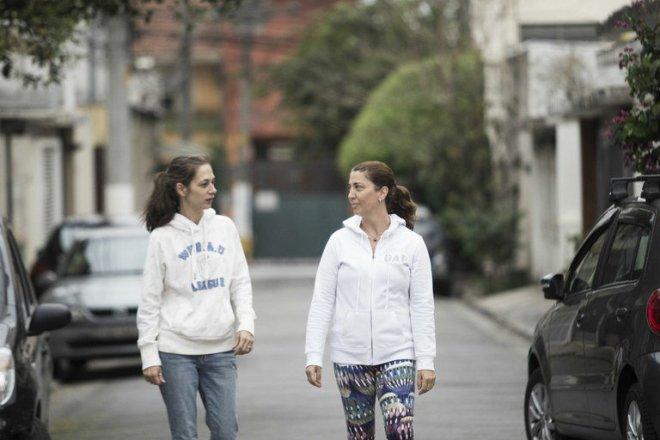 As moradoras Fabíola e Andréa apoiam a mudança do nome da ruela que homenageia um dos maiores assassinos da ditadura: Sérgio Fleury
