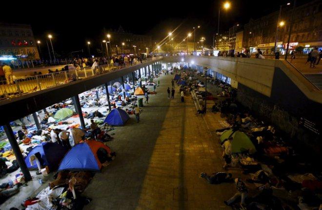 Milhares de refugiados sírios estão a chegar à Alemanha, depois de, durante semanas, terem percorrido os Balcãs e a Hungria, a pé, de barco, de autocarro e comboio. LEONHARD FOEGER/ REUTERS