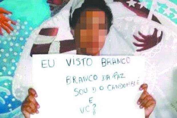 Menina já pedia paz em imagem publicada antes de ser agredida. Hoje, ela afirma que não vestirá mais branco porque tem 'medo de morrer' (Reprodução/Facebook)