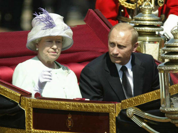 Elizibateh !!, rainha do Reino Unido, e Governadora Suprema da Igreja da Inglaterra