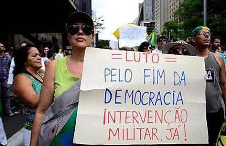 ditadura-luo-democracia