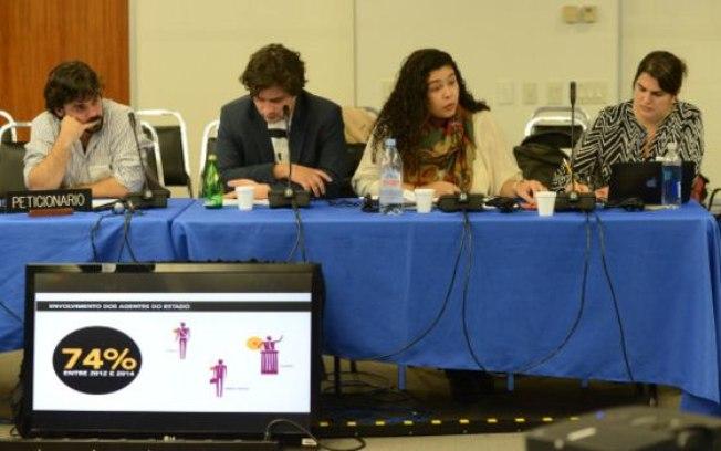 Júlia Lima e Paula Martins (à esq.), da ONG Artigo 19, apresentam denúncia contra Estado brasileiro na Comissão Interamericana de Direitos Humanos/ BBC